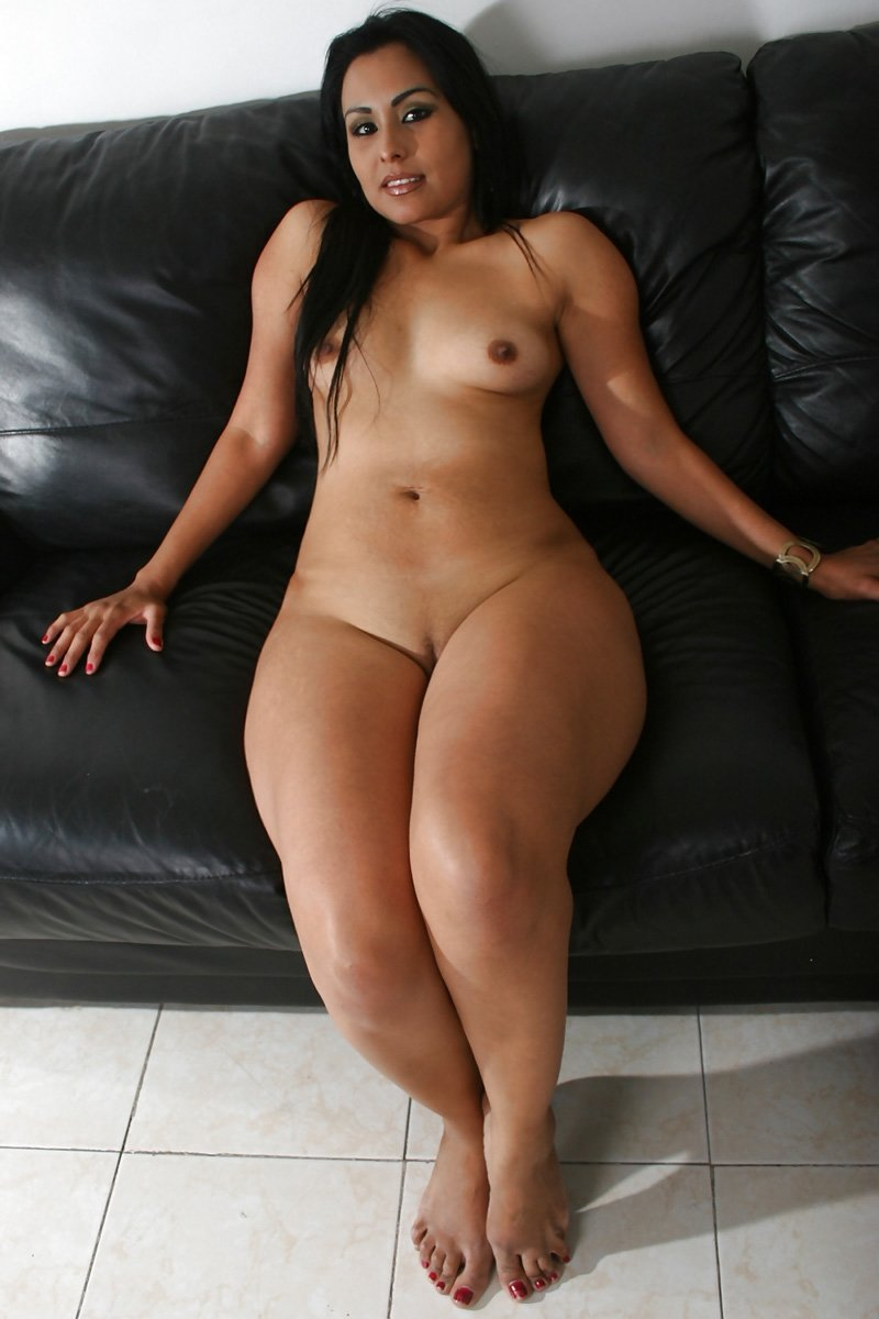 Naked girls with thick thighs