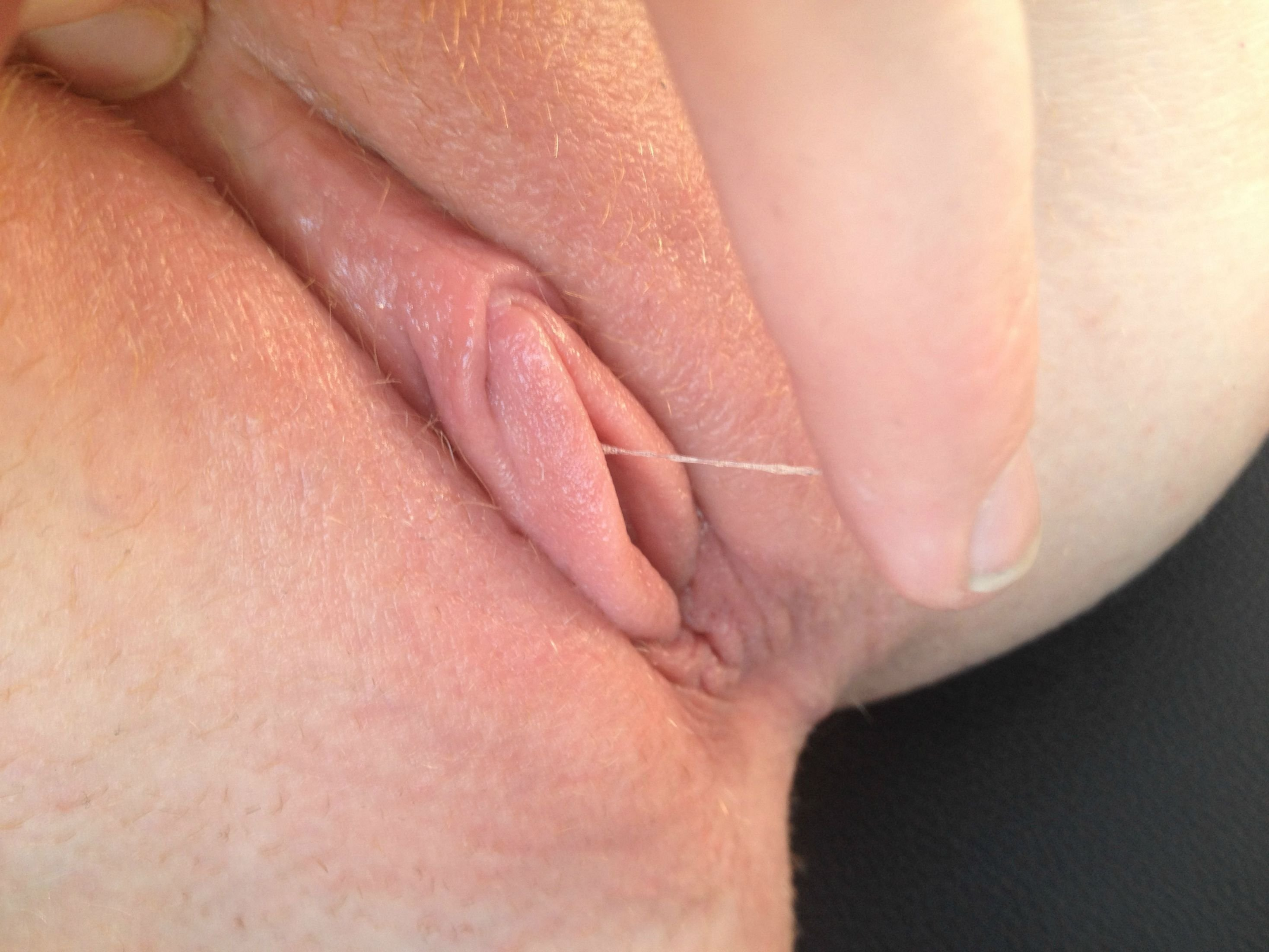 Nice Chick Is Gaping Juicy Vagina In Close Up And Getting Off
