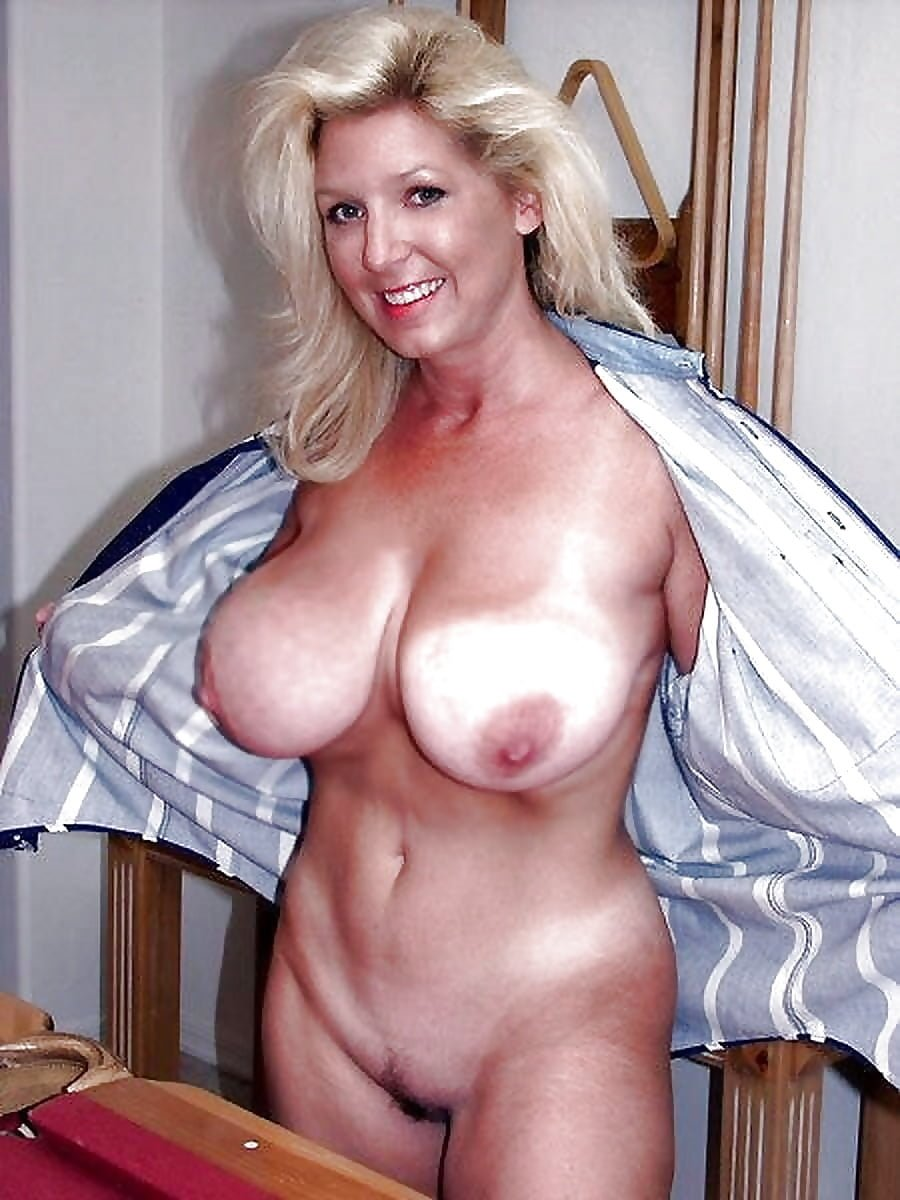 Hot blonde milf emma starr shows off her big cougar tits
