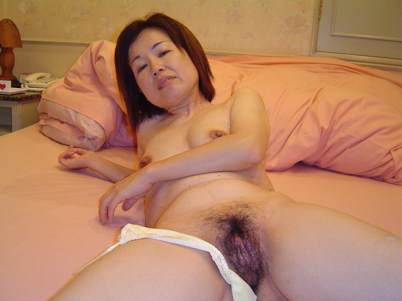 Naked mature japanese woman
