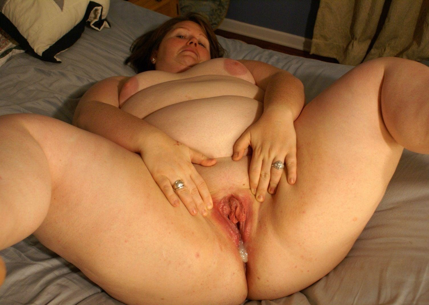 Pregnant fat girl fucking wet pussy live