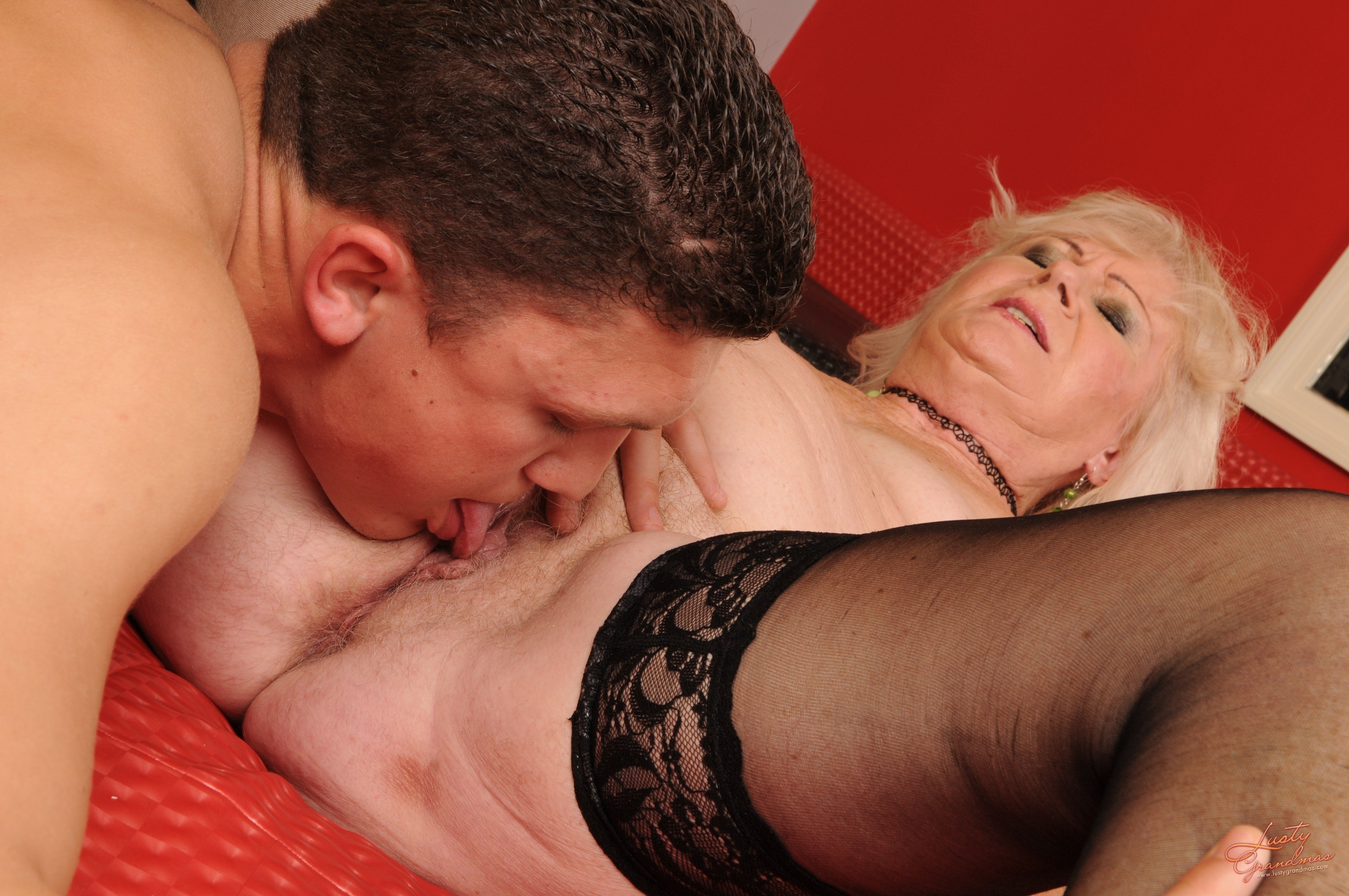 Mature Licking Pussy Porn And Older Women Pics
