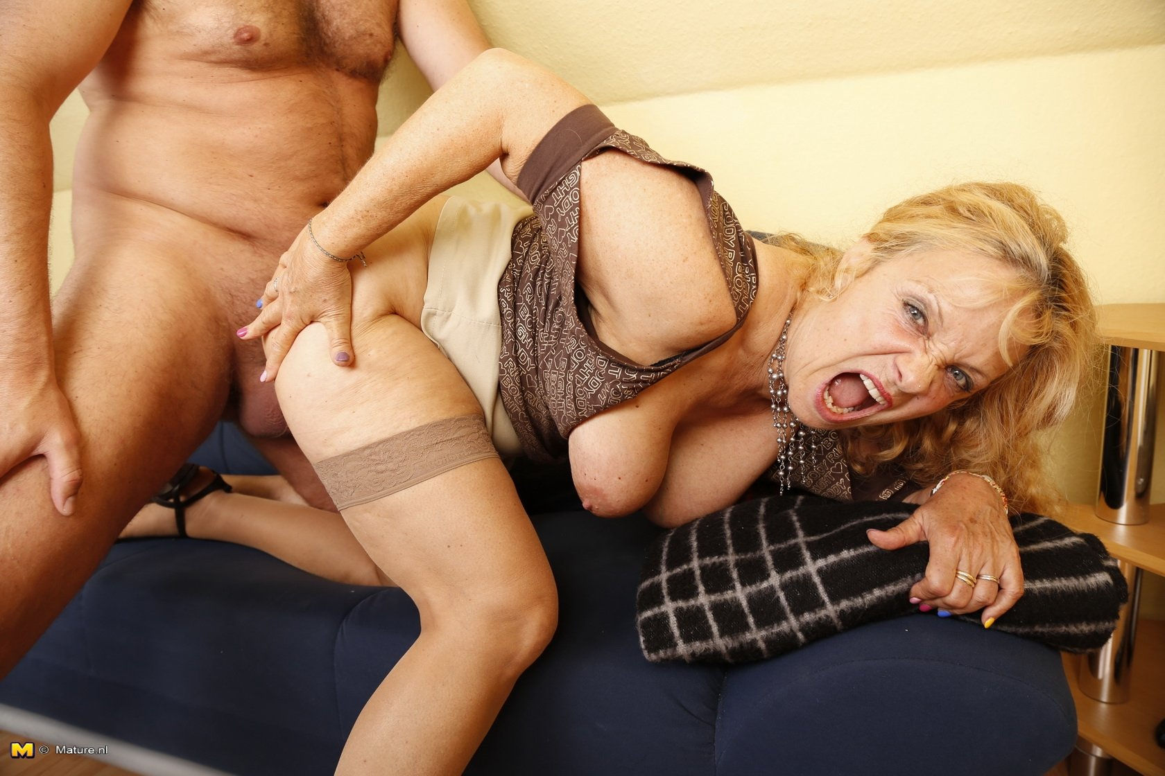 Amateur russian anal mature mom loves anal sex