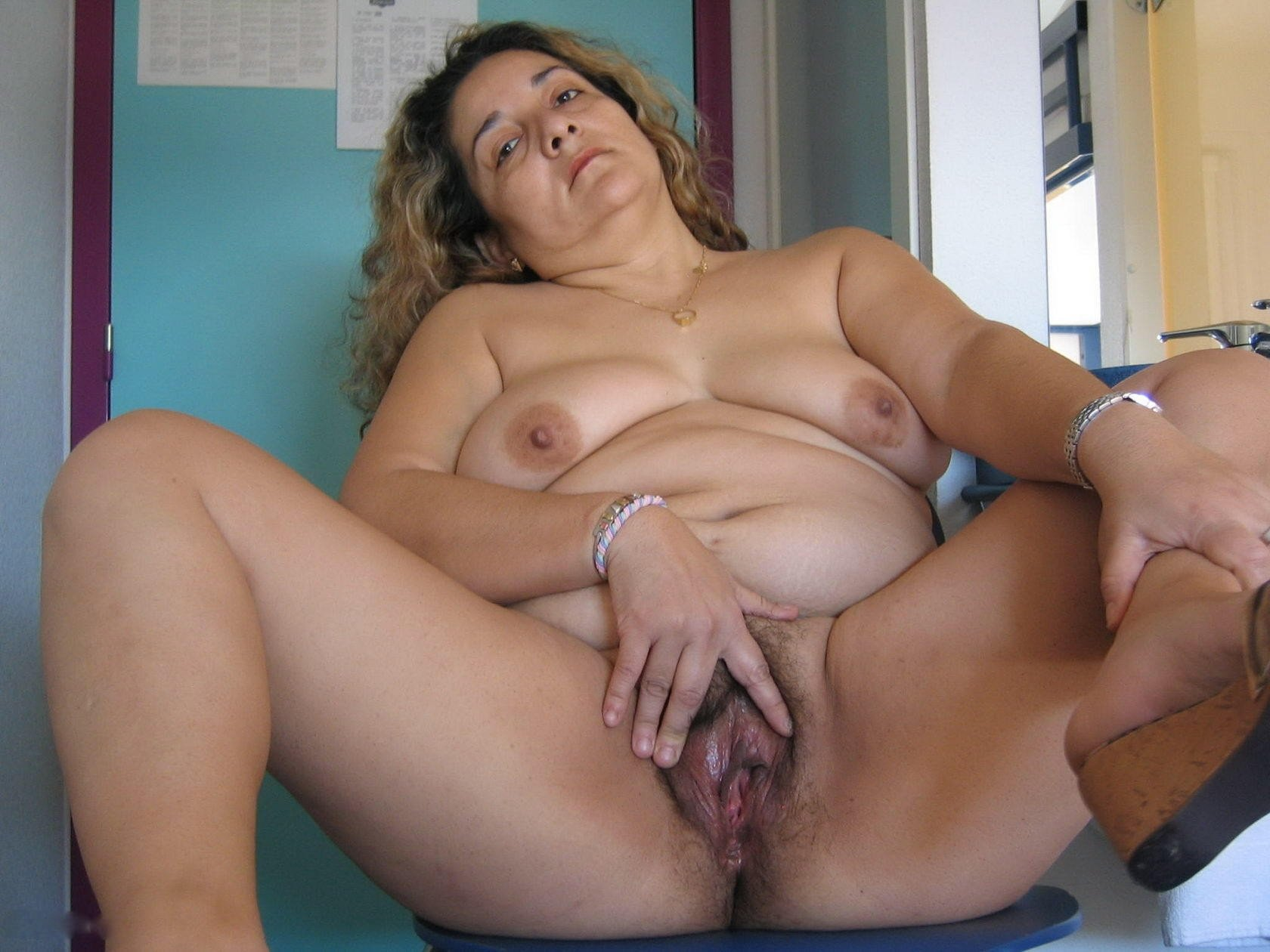 Watch free mature sex porn pics and sex clips online