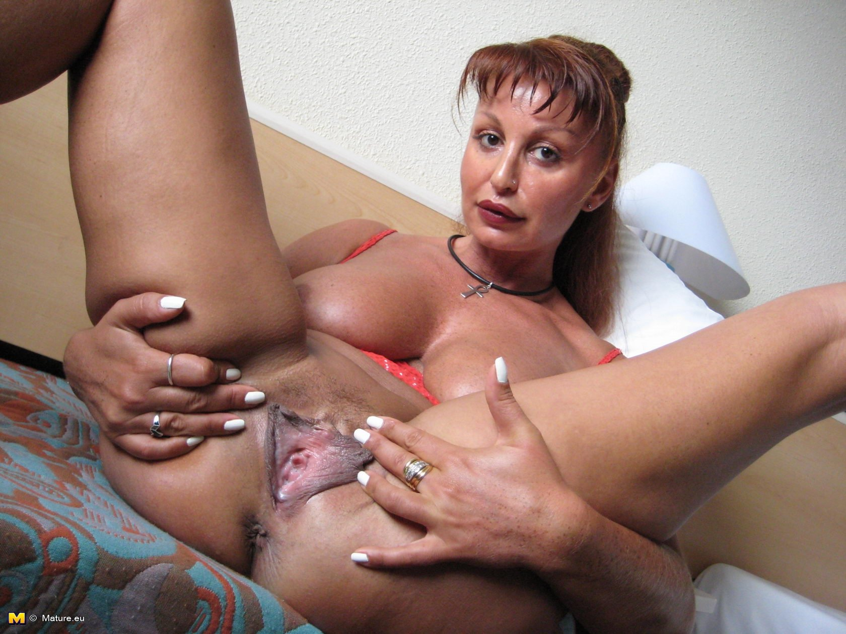 Mature Brunette Elektra Lamour Uncovering Her Flabby Ass And Bushy Cunt