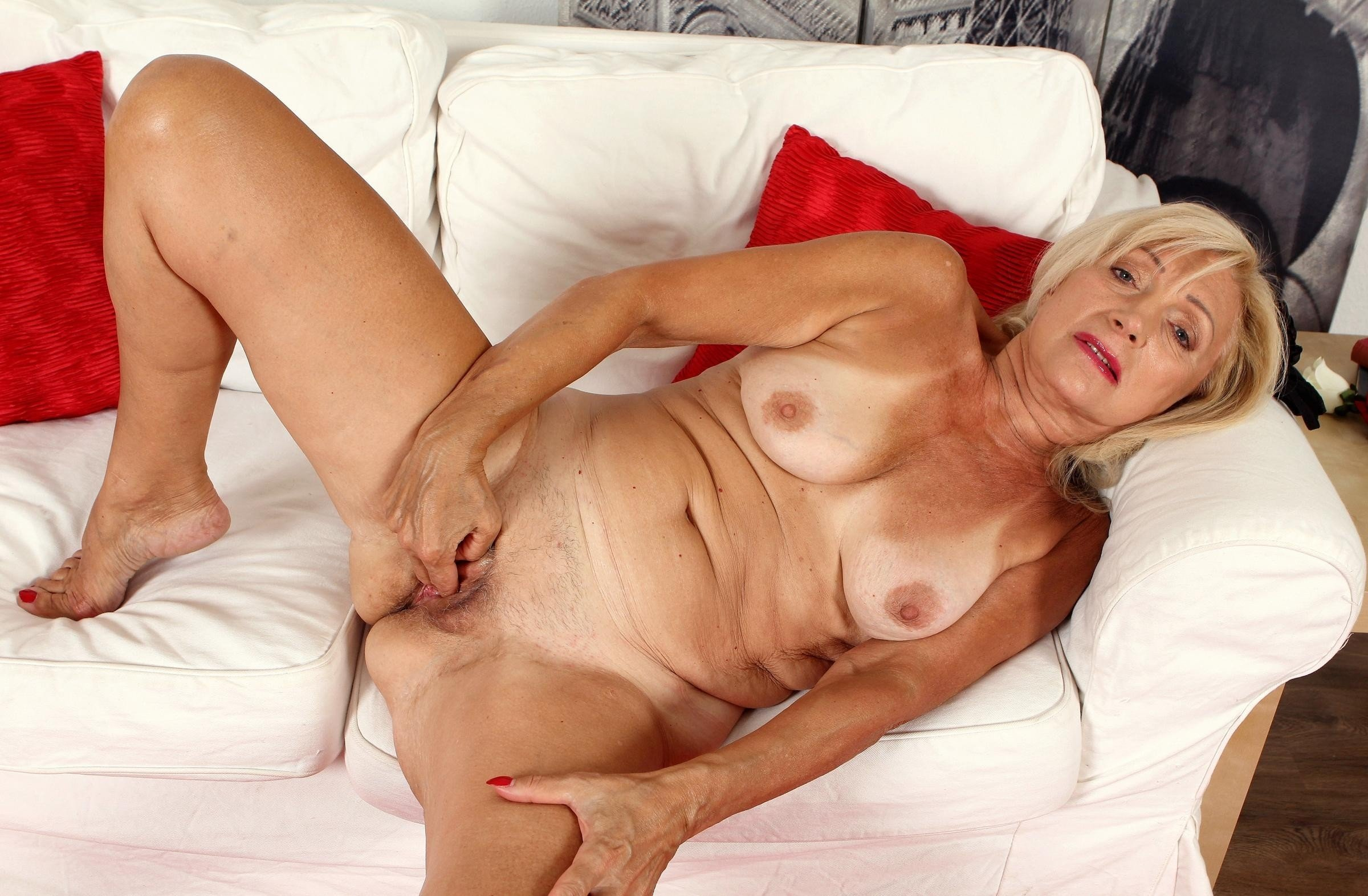 Mature Women And Girlfriends In Porn Pics