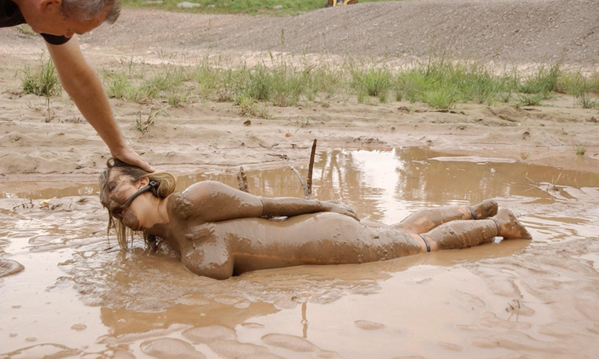 Sexy nude girl s playing in mud xxx