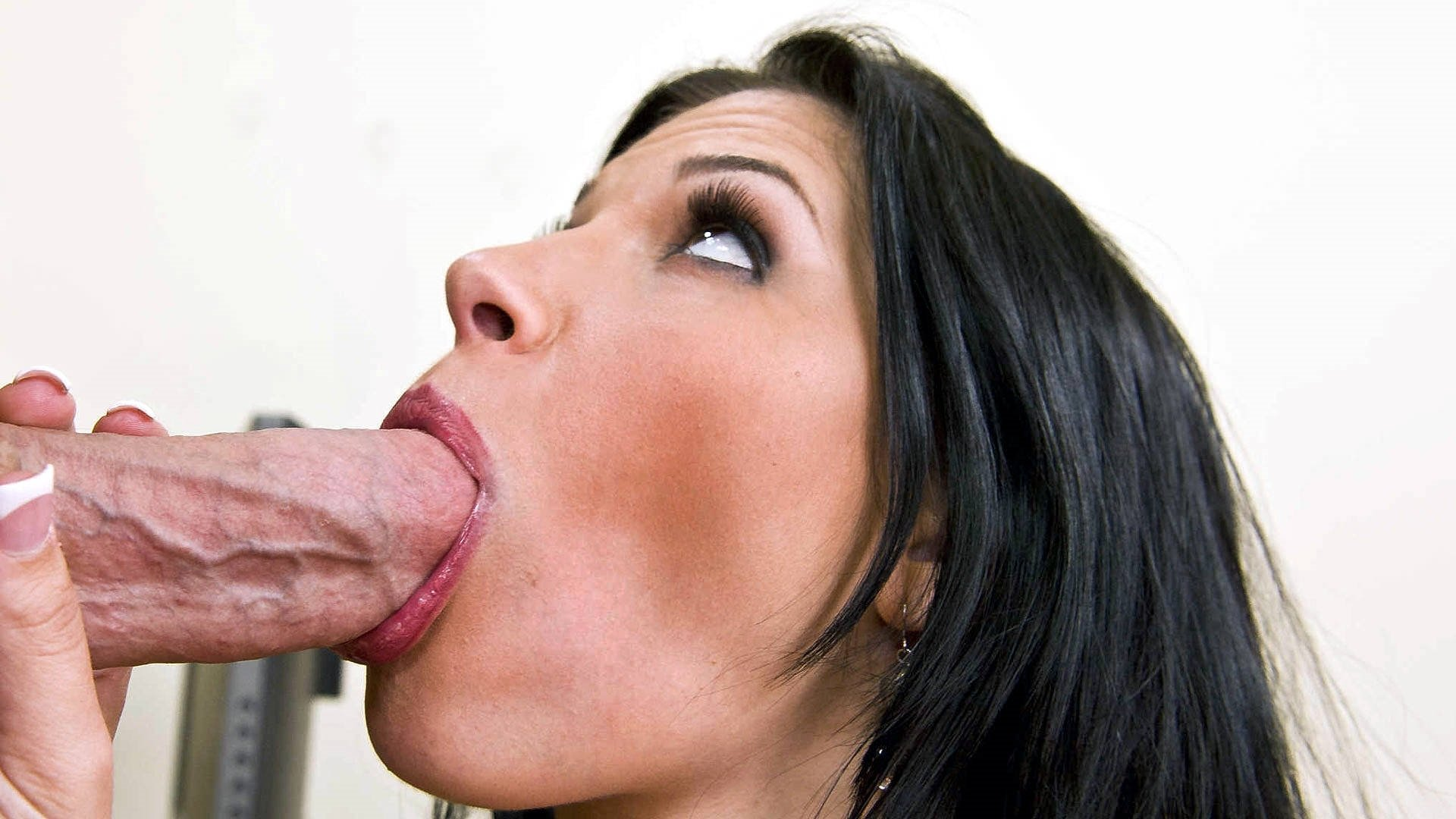 Muscle women sucking cock