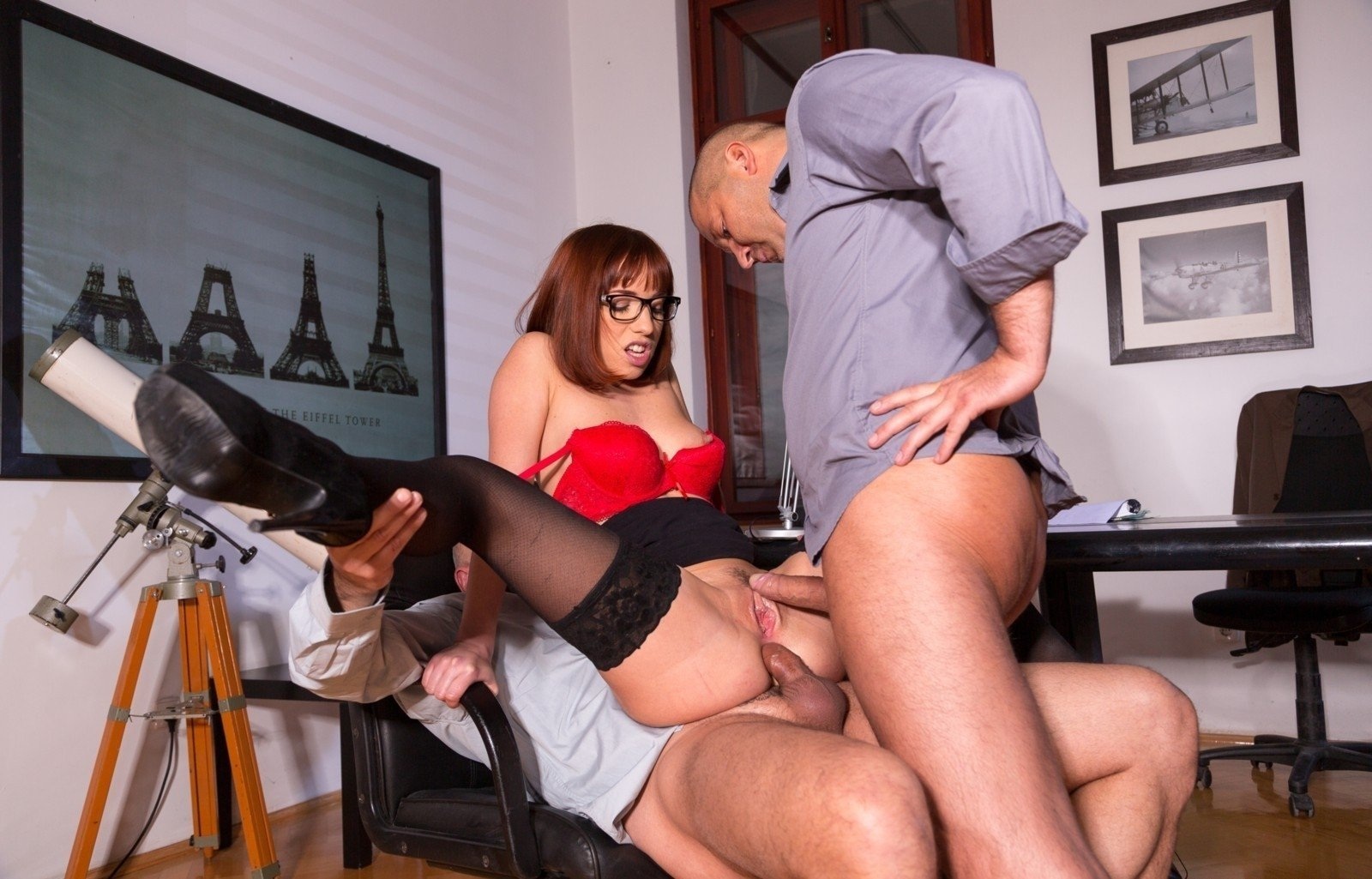 Secretary Seduces Her Boss And Gets Her Pussy Pounded