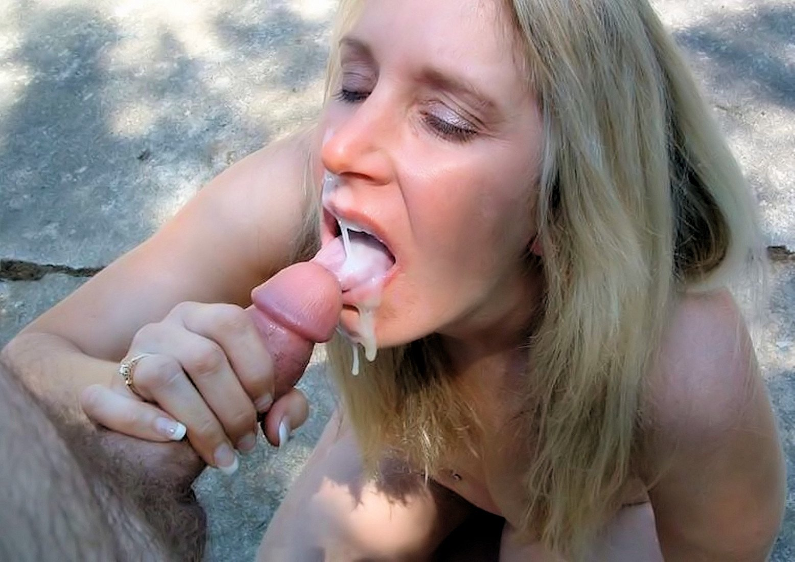 Horny Babe Public Deepthroat Dick Lover In The Bus