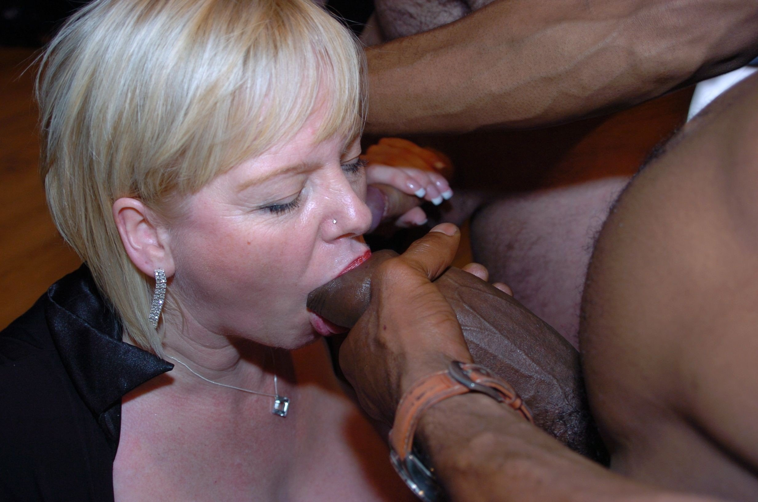 Crazy Fucker Drilling Slutty Blonde Milf In Her Small Mouth