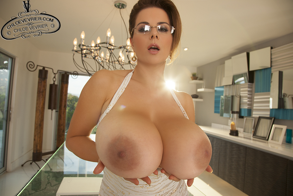 Victoria june masturbates in bathtub big boobs
